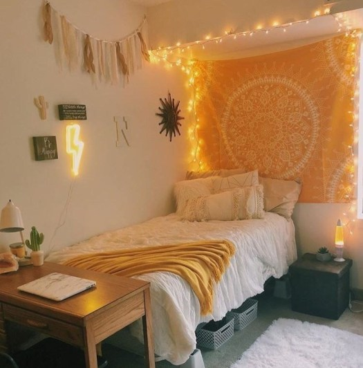 22 Ways To Decorate Your Dorm Room With String Lights