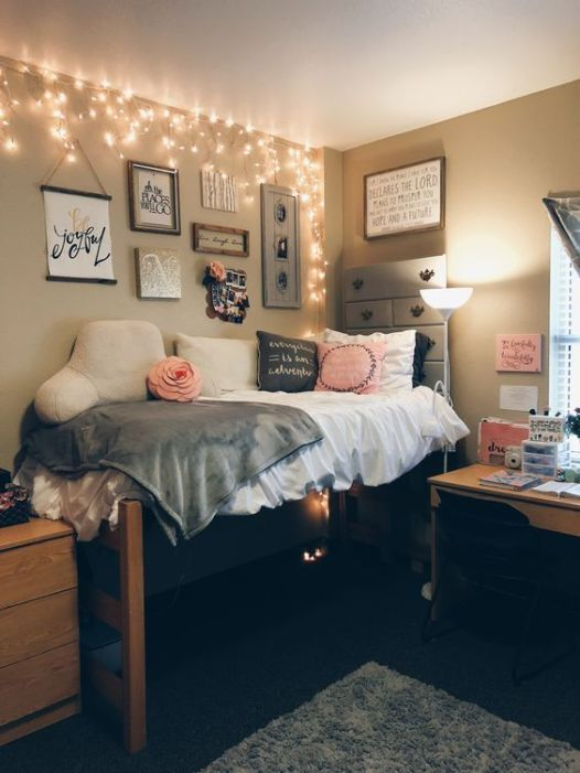Small Dorm Room Ideas: 22 Ways To Decorate Your Dorm Room With String Lights
