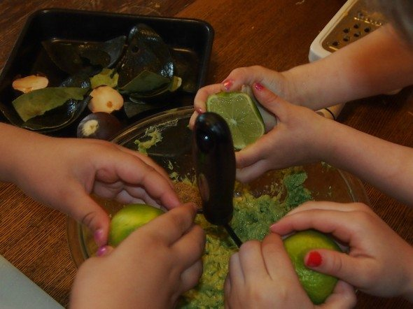 Kitchensurfing -  Making Guacamole