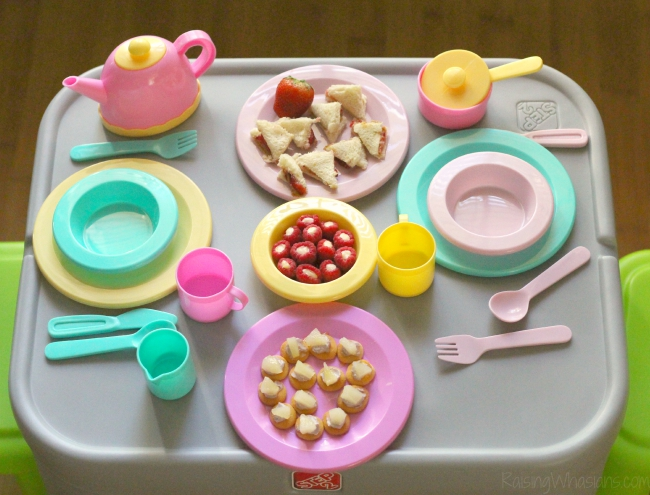Toddler table step2