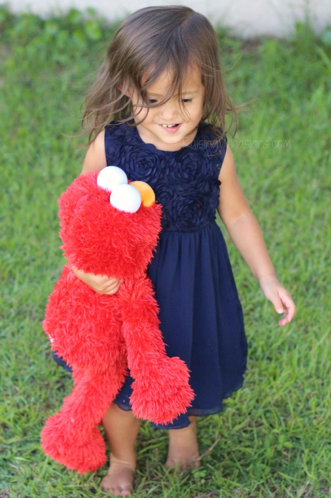 Play all day Elmo best features