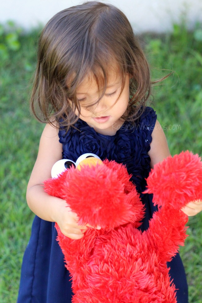 Play all day Elmo features