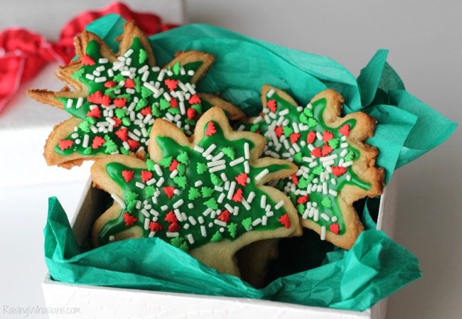 Spread Cheer with Palm Tree Christmas Cookies | make these unique Florida-inspired sugar cookies for your next holiday cookie exchange party! #CookieParty #Christmas