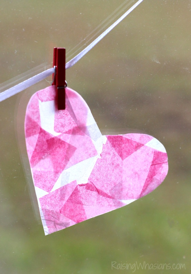 Tissue paper heart craft Mosaic Heart Valentine's Day Banner Kids Craft   make this adorable and easy Valentine's day craft for kids. Perfect heart banner to hang in the window. #kidscraft #valentines #DIY #Crafts