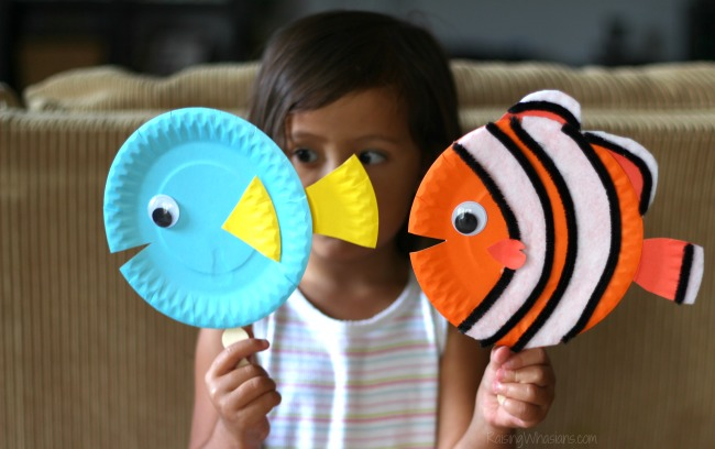 Finding Dory puppets diy Finding Dory Craft Paper Plate Puppets #FindingDoryEvent | Easy DIY Finding Dory Craft Idea with paper plates & Disney inspiration. Make Nemo & Dory #FindingNemo #FindingDory #Disney #Craft #PartyPlanning #DIY #DisneyParty #DisneyDIY