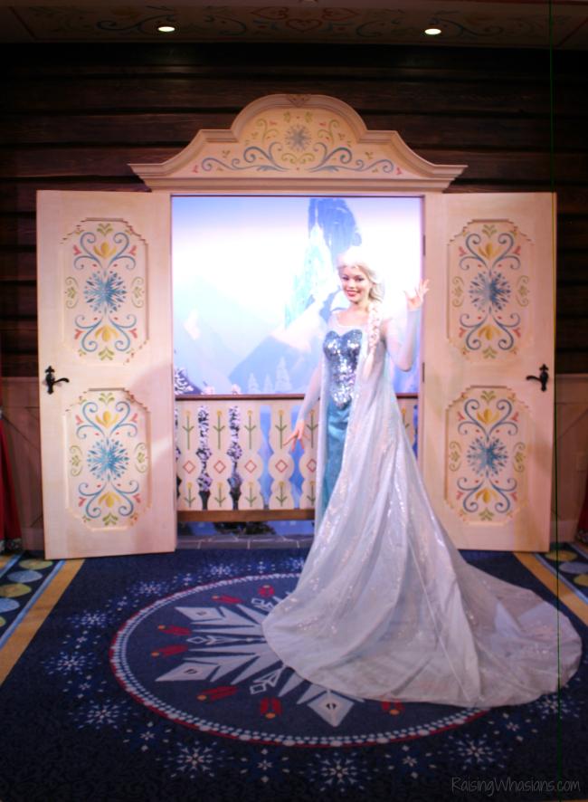 Royal Sommerhus meet Anna and Elsa