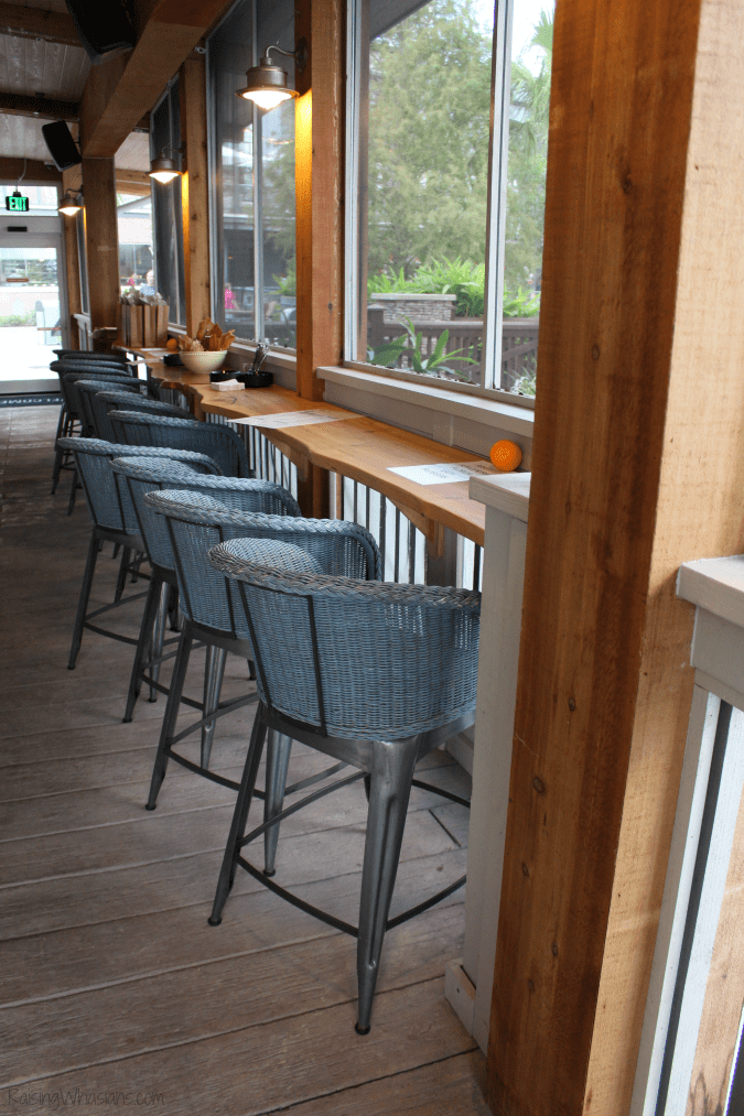 Homecoming kitchen shine bar