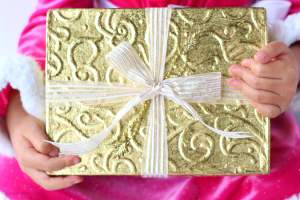 10 Ways Families Can Give Back This Holiday Season