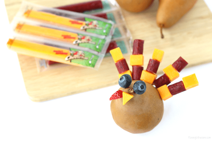 Easy Thanksgiving snack idea for kids Festive Thanksgiving Snack Kids Will Gobble Up | easy & fun Thanksgiving turkey inspired kid snack idea featuring cheese sticks #Thanksgiving #Snack #party #Entertaining