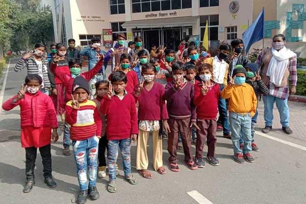 Vigyan Foundation made govt school children visit Regional Science City in Lucknow