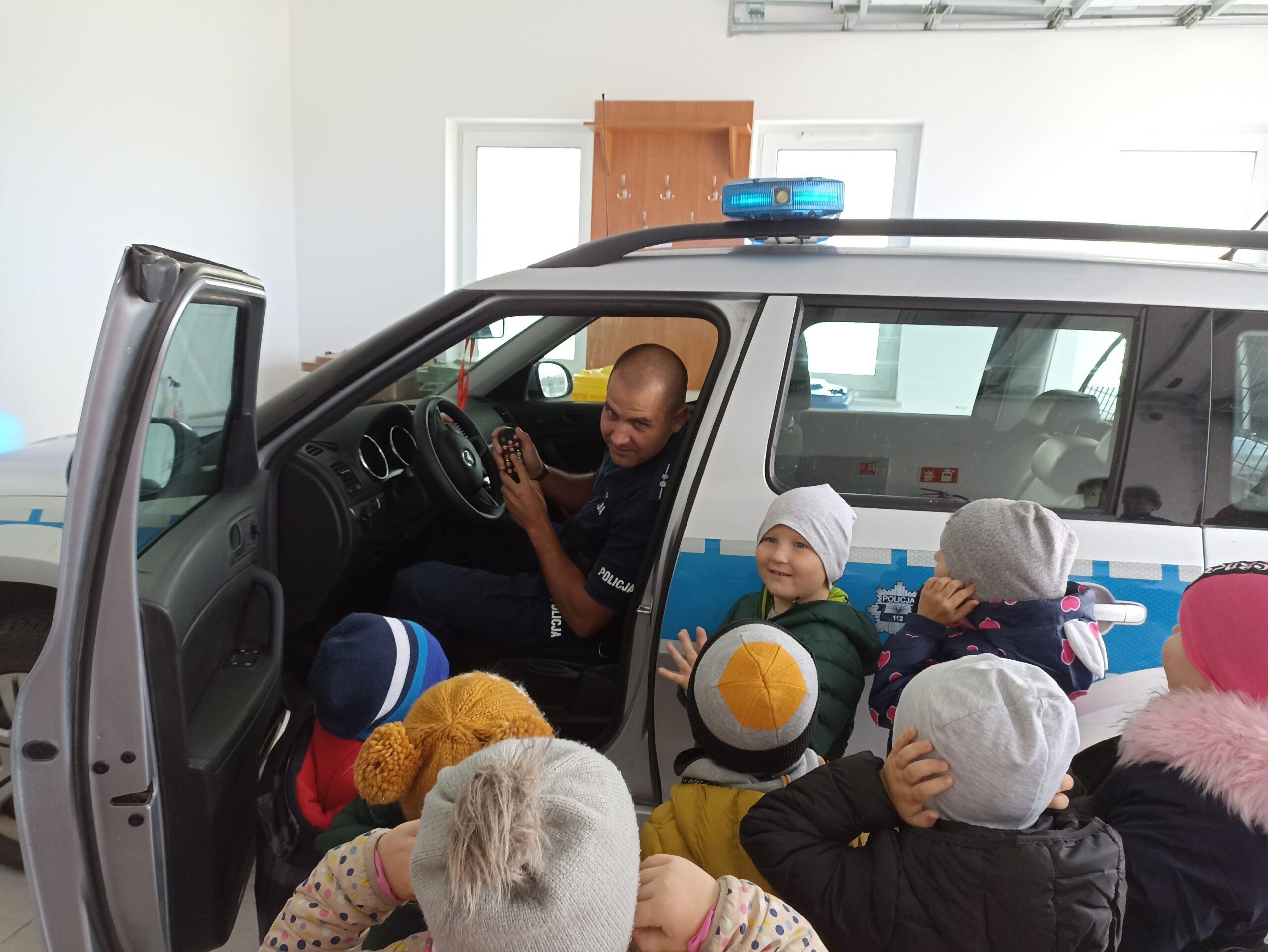 Wycieczka na posterunek policji