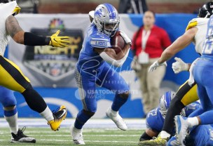 Oct 29, 2017; Detroit, MI, USA; Detroit Lions running back Ameer Abdullah (21) runs the ball during the first quarter against the Pittsburgh Steelers at Ford Field. Mandatory Credit: Raj Mehta-USA TODAY Sports