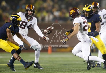 Nov 4, 2017; Ann Arbor, MI, USA; Minnesota Golden Gophers wide receiver Drew Hmielewski (24) and Michigan Wolverines wide receiver Kekoa Crawford (1) go after the loose ball during the fourth quarter at Michigan Stadium. Mandatory Credit: Raj Mehta-USA TODAY Sports