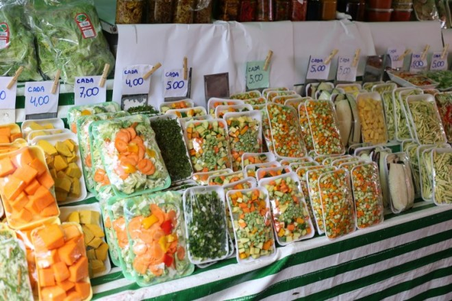 The US isn't the only place that's lazy about cutting their vegetables (Central Market here in Houston sells similar packages of diced vegetables for us yuppie cooks)