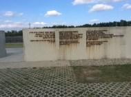 Eingang zur 2004 eröffneten Gedenkstätte.