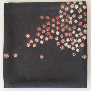 plat-noir-fleurs-cerisiers