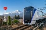 河口湖交通-富士回遊號|東京JR新宿2小時直達河口湖列車-前往富士山的快速選擇