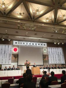 開会宣言する檜尾副委員長