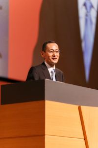 Dr Yamanaka giving the keynote speech at the Rakuten New Year Conference 2016