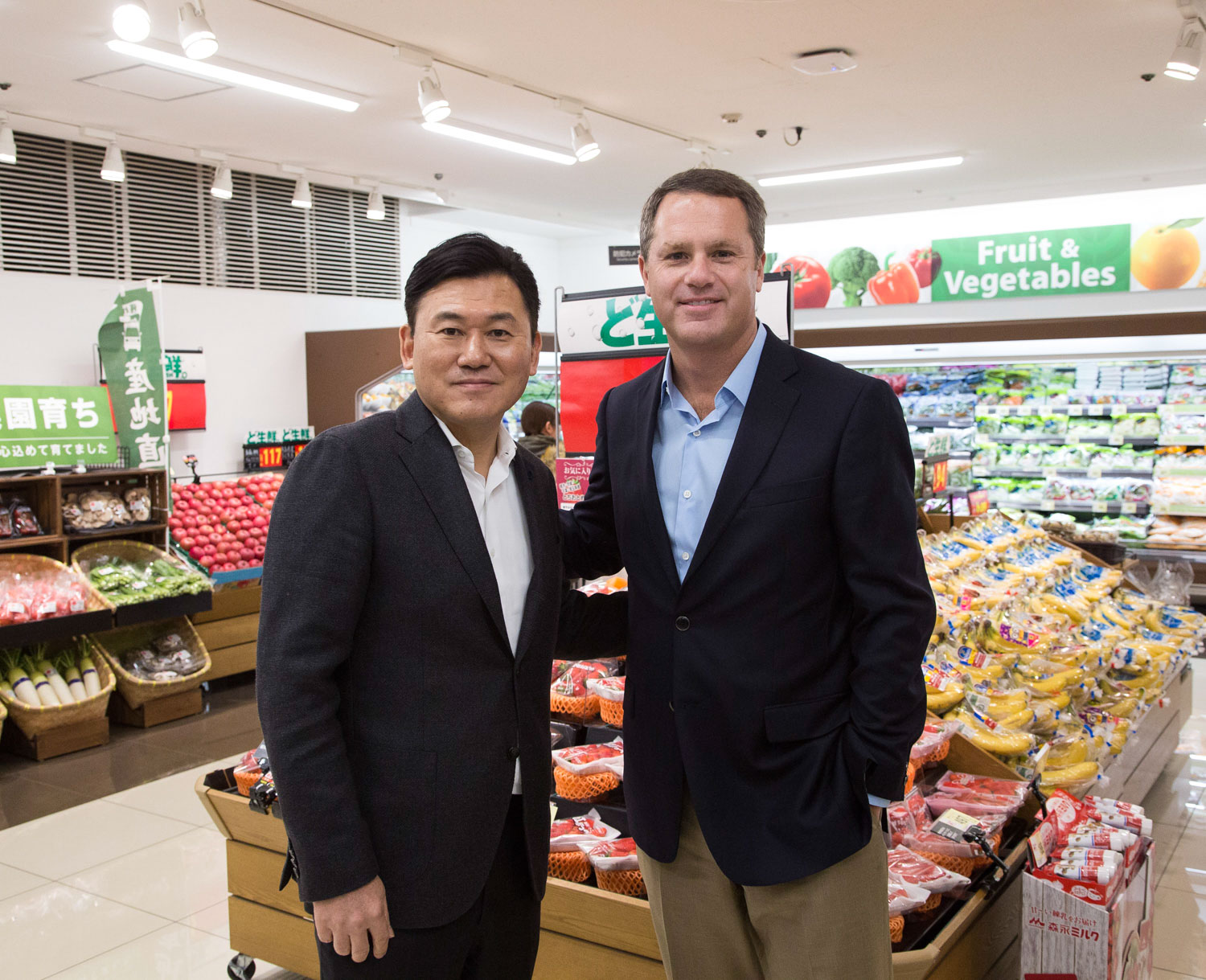 "Rakuten CEO Hiroshi ""Mickey"" Mikitani and Walmart CEO Doug McMillon dropped by a Seiyu store in Yokohama, Japan to celebrate the launch of a new strategic alliance."