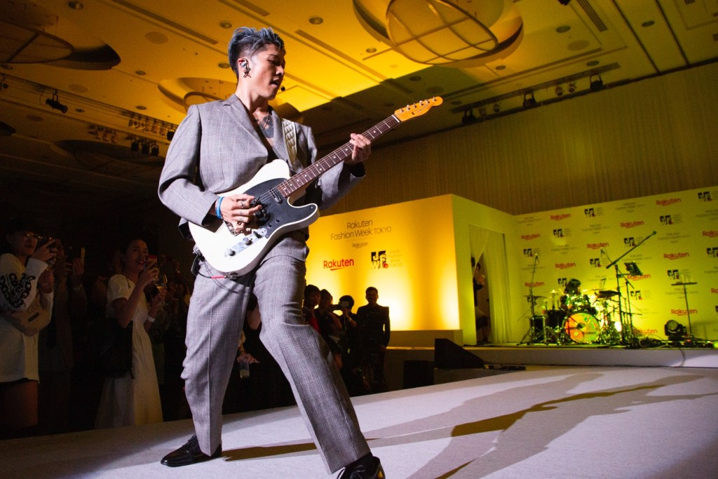 'Samurai Guitarist' Miyavi wowed the crowd with a thrilling performance on the runway at the event