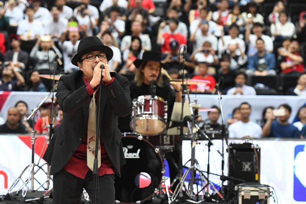 "Show Wesugi transported fans back in time with his heartfelt rendition of ""Sekai ga Owaru Made wa…"" from Slam Dunk."