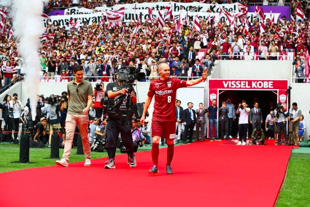 More than 8,000 fans gathered to welcome Iniesta to Vissel Kobe. ©VISSEL KOBE