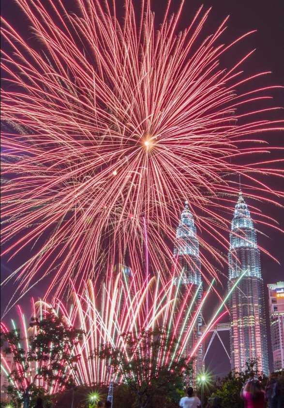 pesta kembang api di malaysia