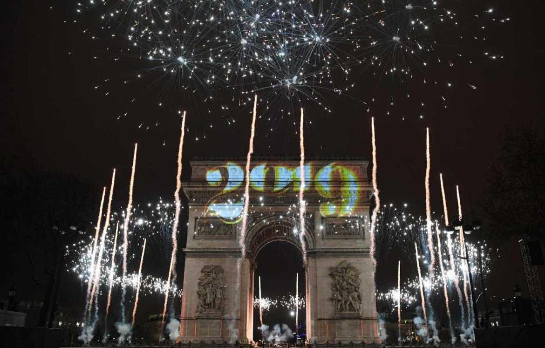 kembang api di paris