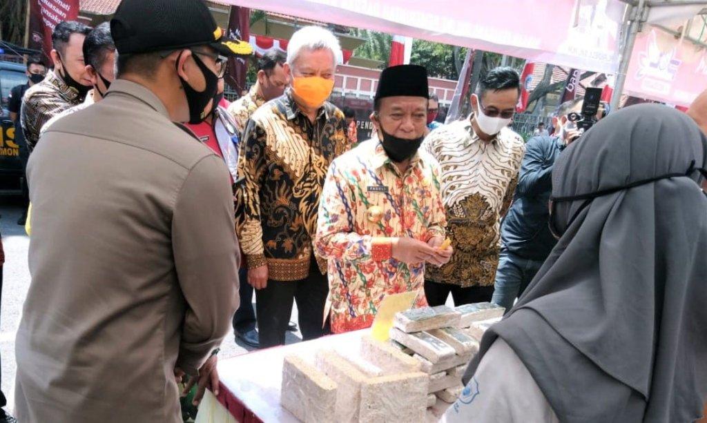 Bupati Lamongan Fadeli Launching Aplikasi POL Agar Lamongan Jadi Pioner Pasar Online 1