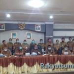 Konferensi pers perkembangan penanganan covid-19 di Aula Nusantara Kota Sibolga. Foto: Rakyatsumut.com/ Mirwan Tanjung