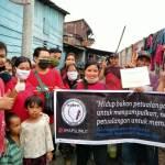 IMAP Sumut saat berbagi sembako kepada masyarakat pemulung di jalan Rajawali I Perumnas Mandala, kota Medan. Foto: Istimewa
