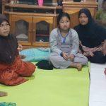 Dinda Pelajar yang baru saja menyelasaikan pendidikan SMP berada dirumahnya usai ditemukan pagi dini hari. Foto: Rakyatsumut.com/ Mirwan Tanjung
