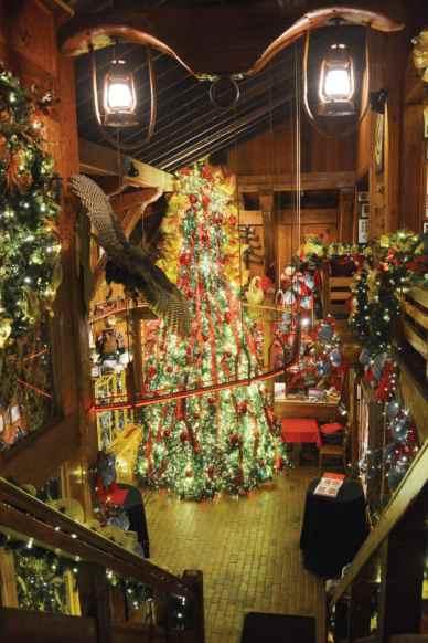 augus barn Christmas tree