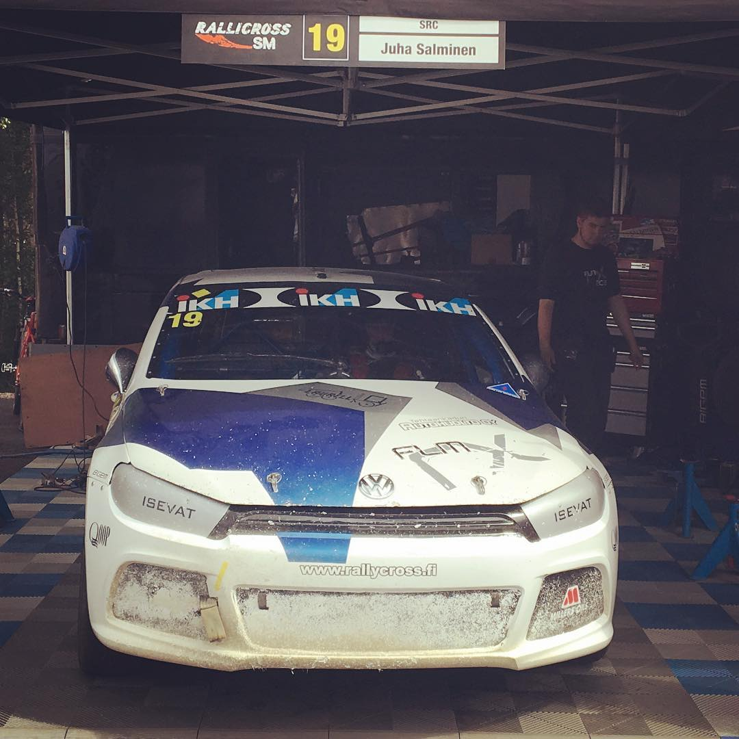 Heat 2 about to start.. #flm #rallycross #rallicrosssm #scirocco #juhasalminen #flyinglowmotorsport