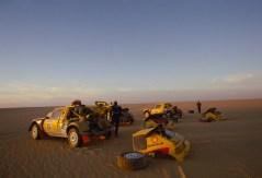 098 - Paris Dakar 1987. Assistance team Peugeot.