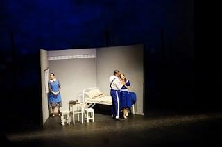 scena din Rigoletto pe scena Operei Craiovene
