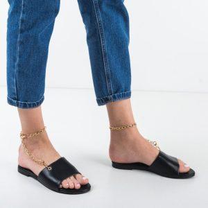 Papuci negri cu lant auriu