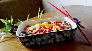 Mod de prezentare Taietei cu legume in stil asiatic