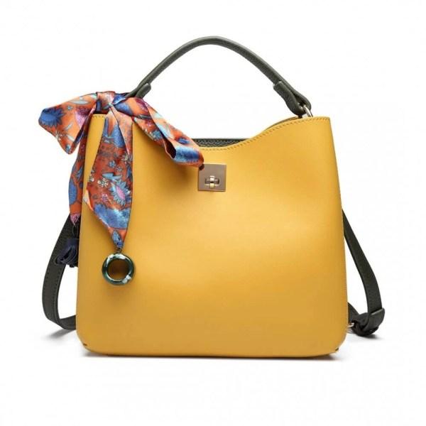 geanta de dama confectionata din inlocuitor piele si vine insotita de o esarfa trendy din satin