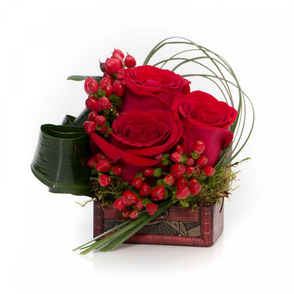 Aranjament ieftin cufar cu trandafiri