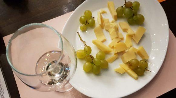 Chardonnay + Maasdam + struguri albi 2