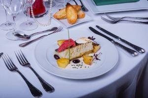cena-espectaculo-barcelona-raluy-legacy-menu-pescado