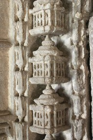 A string of miniature shrines line the niches of the five mihrabs in Saher-ki-Masjid.