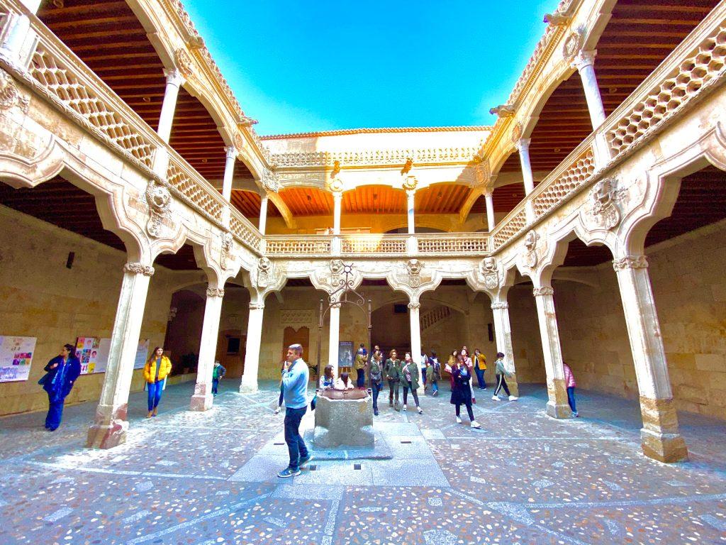 Casa de las Conchas - Qué ver y hacer en Salamanca