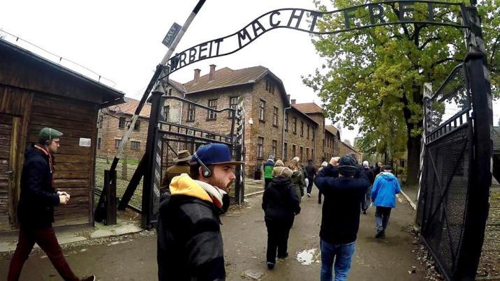 """""""El Trabajo Libera"""" - Entrada a Auschwitz"""