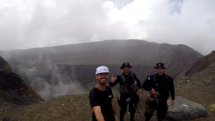 Subiendo escoltado al Volcán Santa Ana
