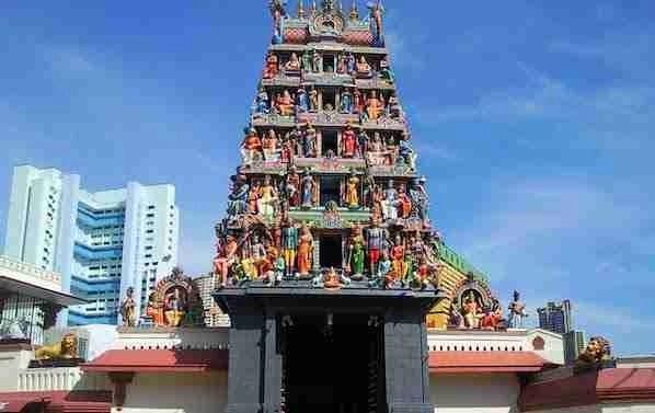 Sri Mariamman Temple in Chinatown Singapore