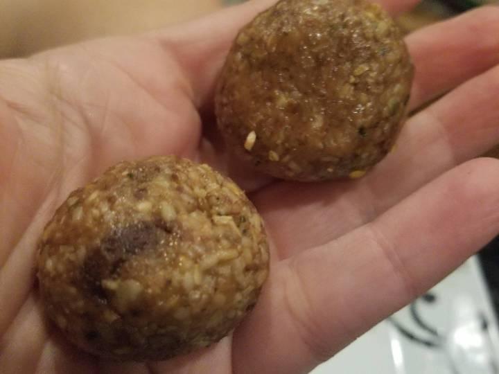Flax, oat, peanut butter energy balls