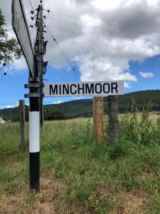 A sign pointing towards the Minch Moor